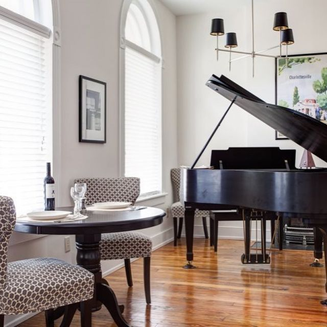 Check out our picks for this weekend in and around Charlottesville which include reliving the 80s at The Jefferson Theater, kayaking to a vineyard with the Rivanna River Company, catching a Charlottesville Tom Sox game, and other Father's Day weekend fun: https://bit.ly/2Ib05hw - Old Met #306 is waiting for your Stay this weekend! #charlottesville #weekendgetaway #bookdirect #cistaycharlottesville